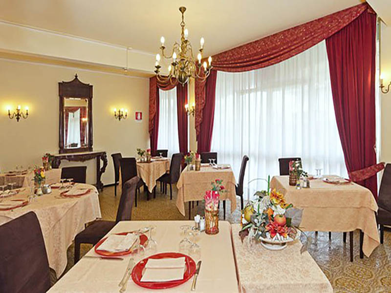 Hotel a Forte dei Marmi, Sala da pranzo dell' Hotel Atlantico