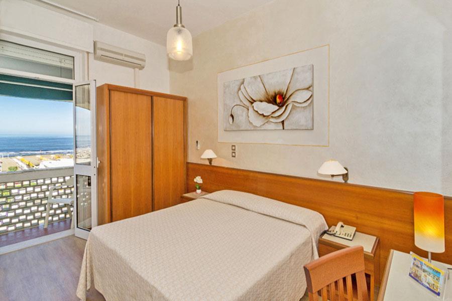Hotel a Lido di Camaiore, camera da letto dell' hotel Biagi