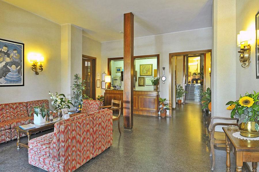 Hotel a Lido di Camaiore, hall dell' hotel Biagi