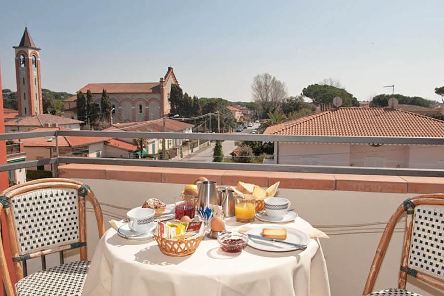 Terrazza di una camera dell'hotel Nuova Sabrina a Marina di Pietrasanta