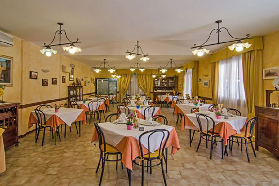 Hotel a Forte dei Marmi, sala da pranzo hotel Ambra