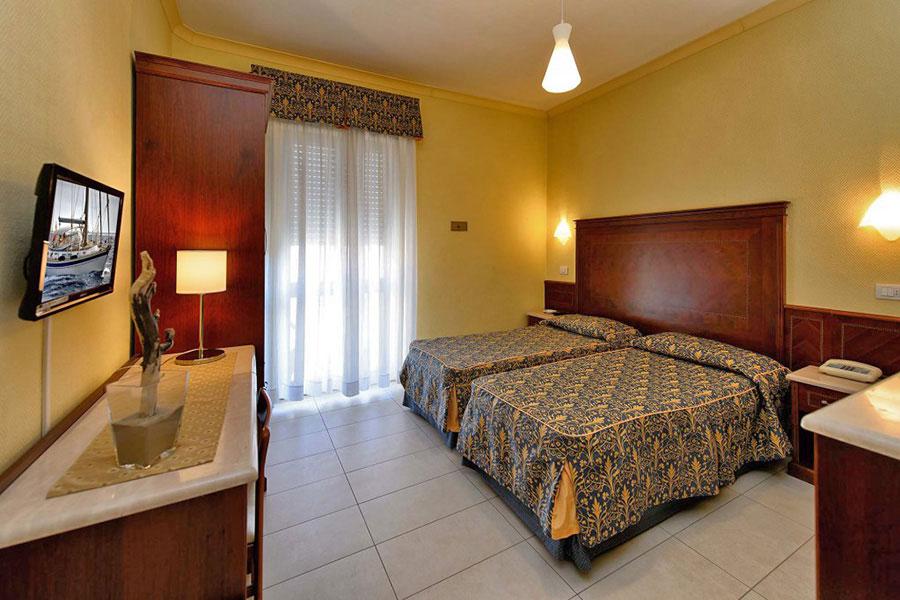 Hotel a Lido di Camaiore, camera doppia Hotel Capri&Residence