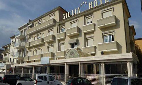 Hotel a Lido di Camaiore, facciata Hotel giulia